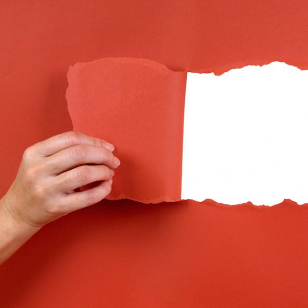 mano-rasgando-un-papel_1101-114