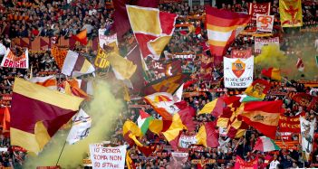 tifosi della roma curva sud roma 27/03/2010 campionato di calcio serie a 2009-2010 roma-inter foto alberto fornasari - tifosi della roma curva sud roma 27/03/2010 campionato di calcio serie a 2009-2010 roma-inter foto alberto fornasari - fotografo: fornasari