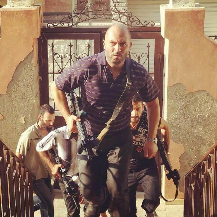 lior-raz-star-of-fauda-netflix-stairs-snapmunk